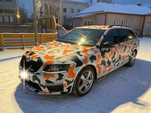 Kiiltävän oranssi autoteippi